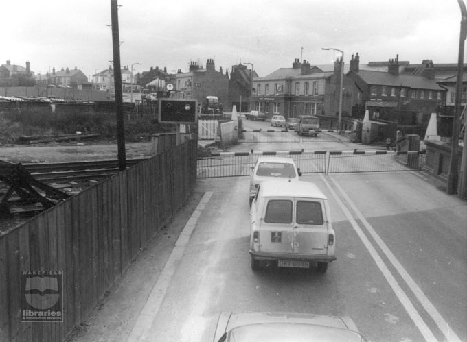 The level crossing on High Street, Castleford, circa 1976